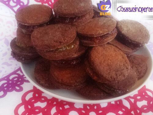 Biscotti al cacao con marmellata