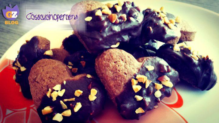 Biscotti al cacao con cioccolato e nocciole