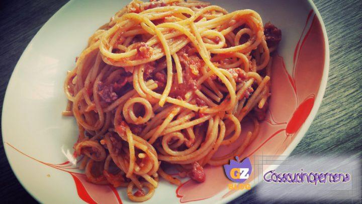 Spaghetti con ragù alla salsiccia