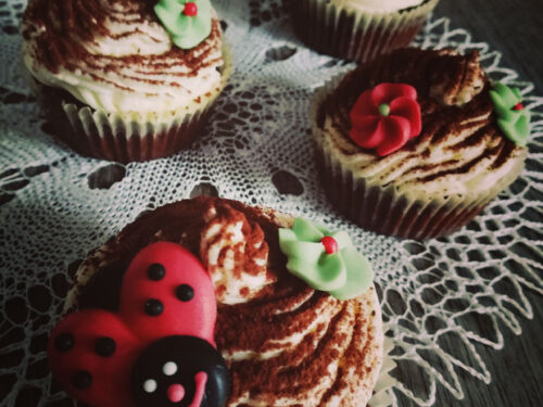 Cupcake al cioccolato con frosting al mascarpone
