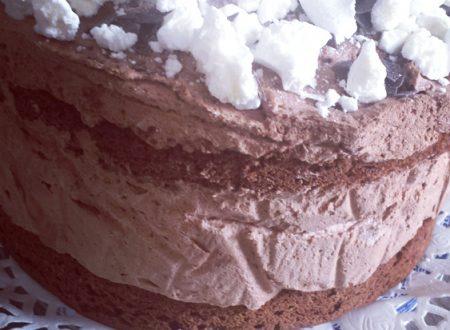 Torta al cioccolato con mousse al cioccolato