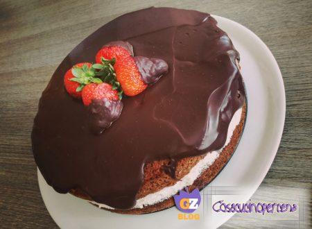 Torta al cioccolato con crema di fragole