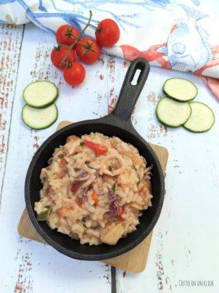 preparazione del risotto ai frutti di mare e verdure