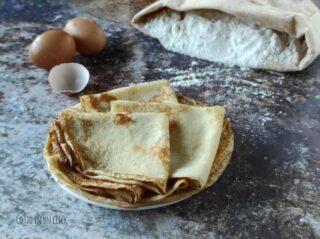 preparazione della ricetta base delle crespelle