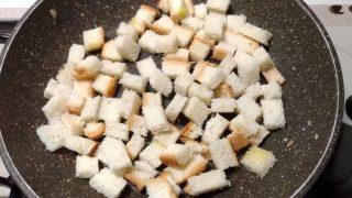 tostare cubetti di pancarrè