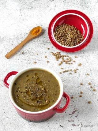 servite la vellutata di lenticchie e curcuma