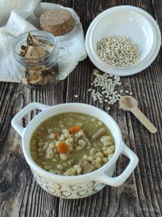 cuocete la zuppa e servite con i crostini