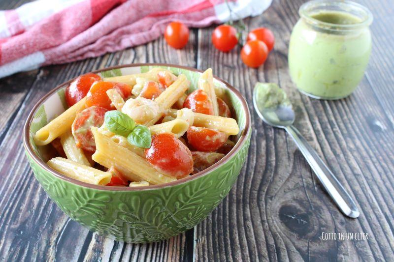 pasta fredda di lenticchie rosse con pesto di avocado