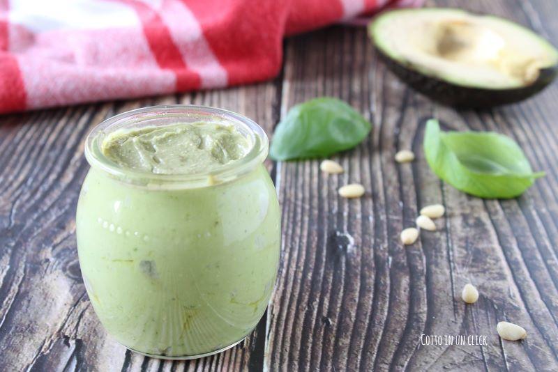 pesto di avocado, ricetta light ma gustosa