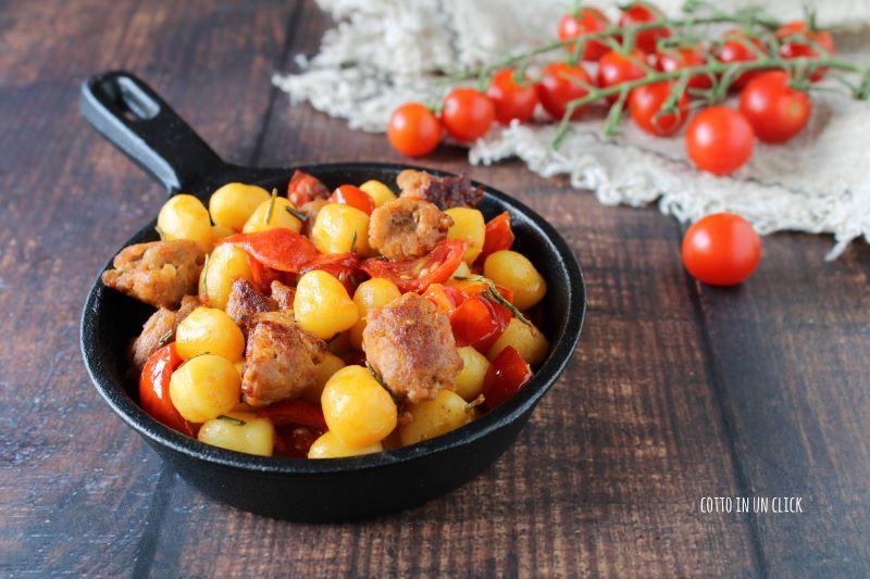 gnocchetti con salsiccia e pomodorini ricetta gustosa