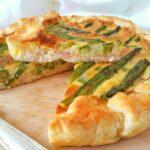 Torta salata con asparagi prosciutto cotto e stracchino