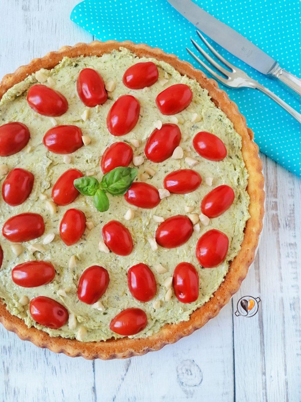 Crostata morbida salata con pesto robiola e pomodorini