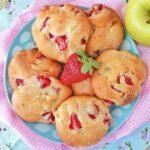 Biscotti morbidi con fragole e mele