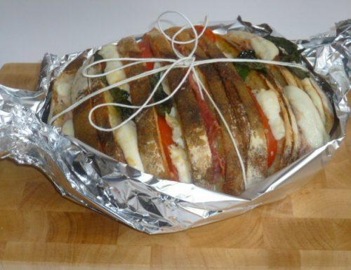 pane farcito con salumi e formaggio