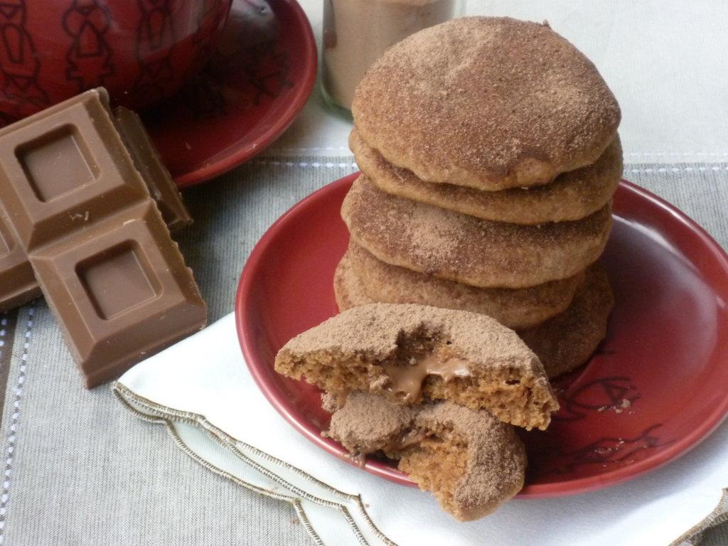 biscottini al cacao ripieni di cioccolato