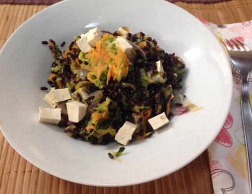 riso venere con verdure e tofu