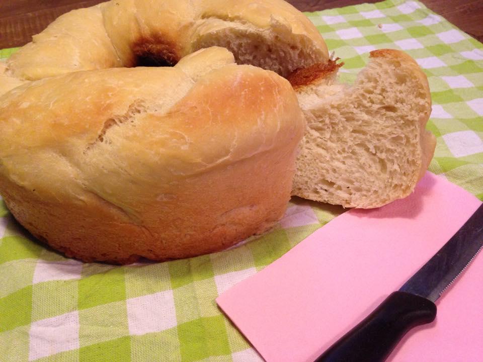 ciambella di pane cotta nel versilia