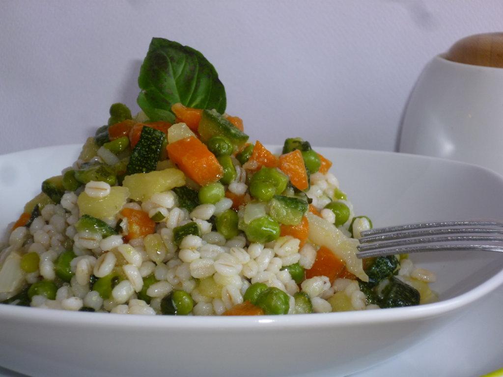 insalata di orzo perlato e verdure