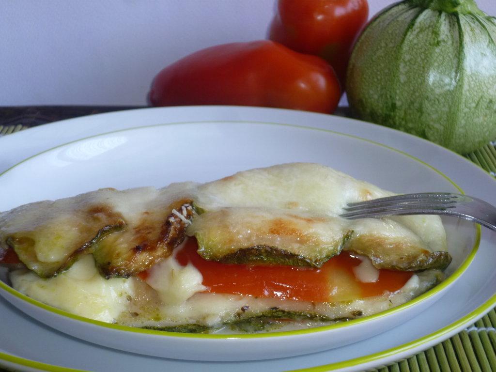 parmigiana di zucchine e pomodoro fresco