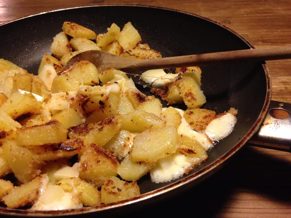 Patate sabbiose filanti in padella creando si impara for Quando si seminano le patate