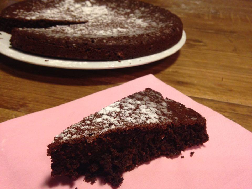 torta vegan soffice al cioccolato