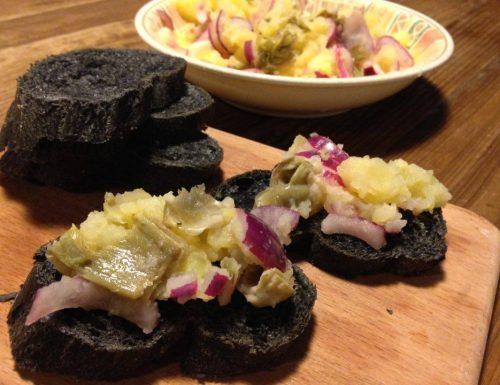 bruschetta con cipolla, carciofi e patate