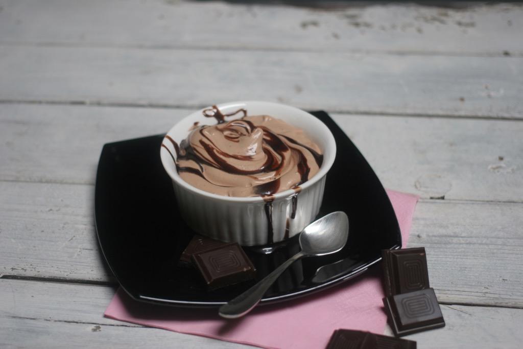 mousse di cioccolato e nocciole senza uova