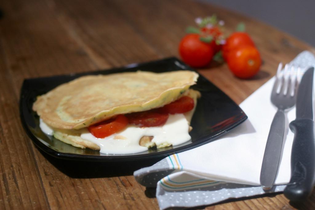 Pancake alle zucchine con stracchino e pomodoro