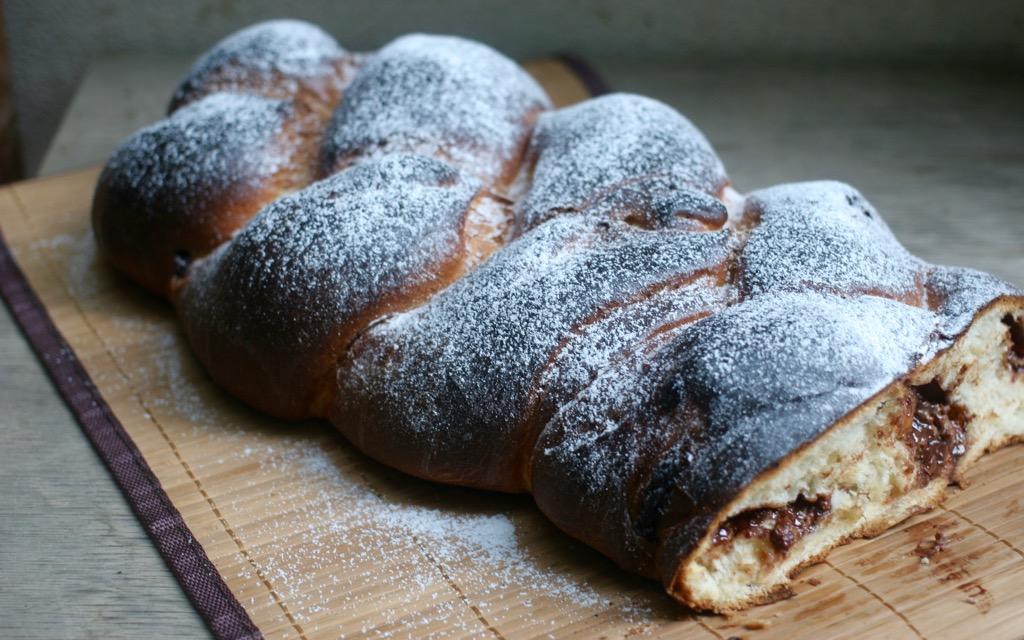 treccia di pane al cioccolato