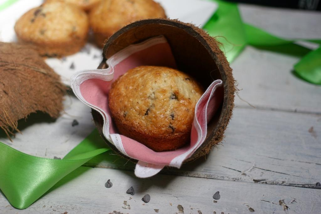 muffin vegan con cocco fresco e cioccolato fondente