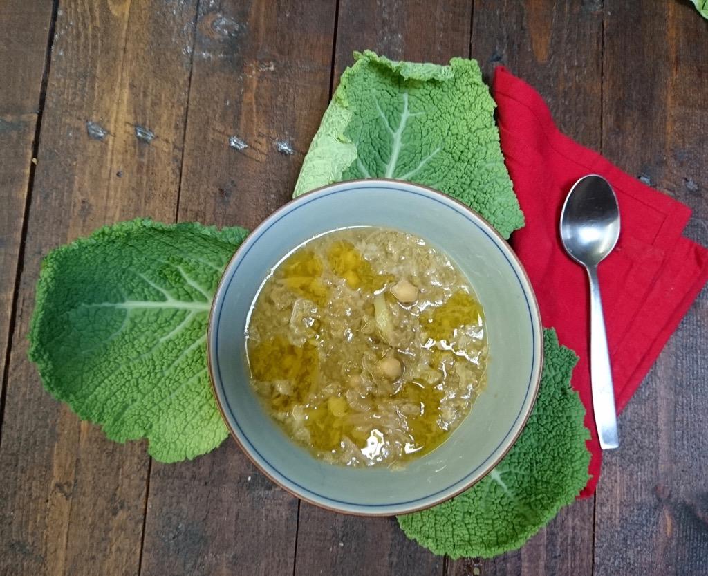zuppa verza e ceci ricetta invernale