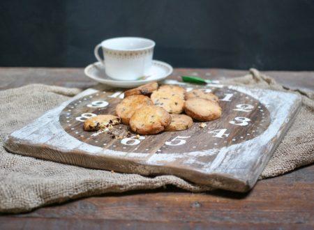 Biscotti semplici con gocce di cioccolato