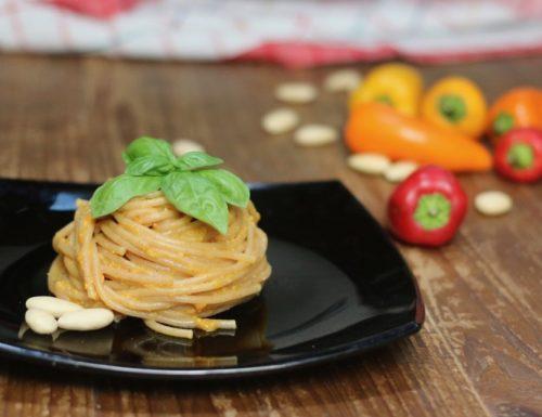 Spaghetti integrali con crema di peperoni