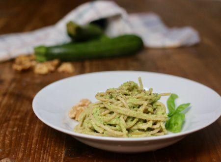 Spaghetti con pesto di zucchine e noci