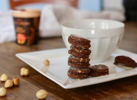 biscotti al cacao e nocciole farciti
