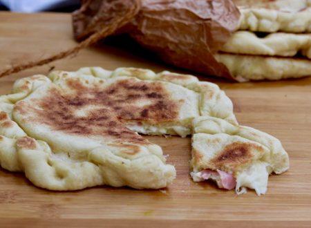focaccelle farcite con prosciutto e formaggio