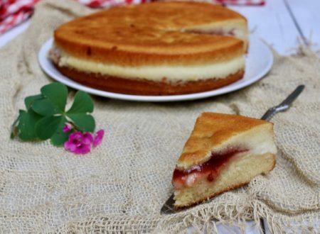 torta versata con crema al limone e marmellata