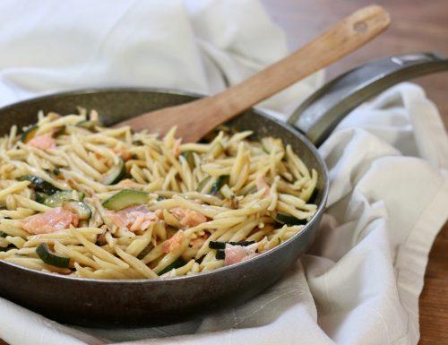 trofie con salmone e zucchine