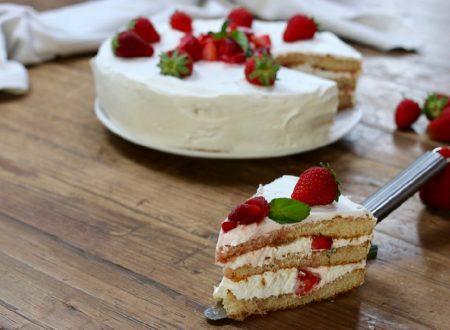 torta 5 minuti panna e fragole