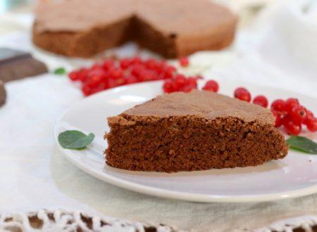 torta semplice cioccolato e mandorle con pochissima farina