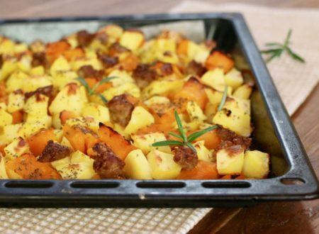 zucca patate e salsiccia al forno