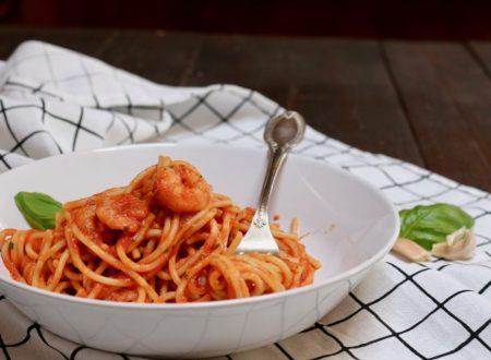 spaghetti con gamberoni alla busara