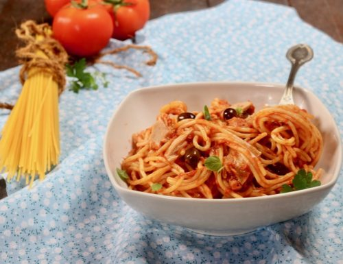 spaghetti tonno pomodoro e olive