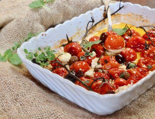 pomodorini al forno con olive e feta