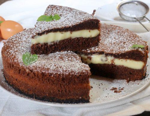 torta versata al cacao con crema pasticcera