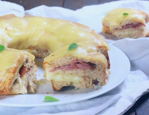ciambella di pane con prosciutto e formaggio