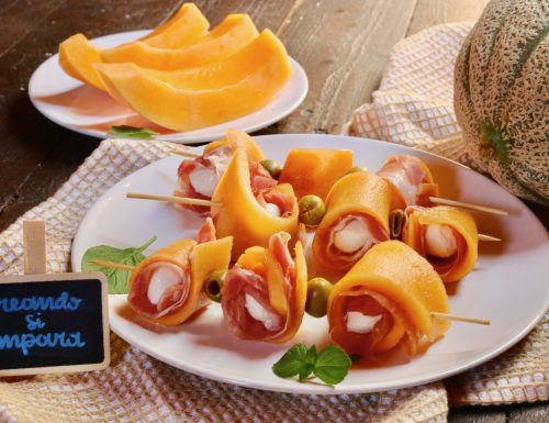 Involtini di melone con crudo e mozzarella