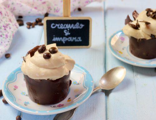 bicchierini di cioccolato con mousse al caffè
