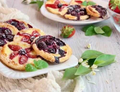 sfogliatine dolci con frutti rossi