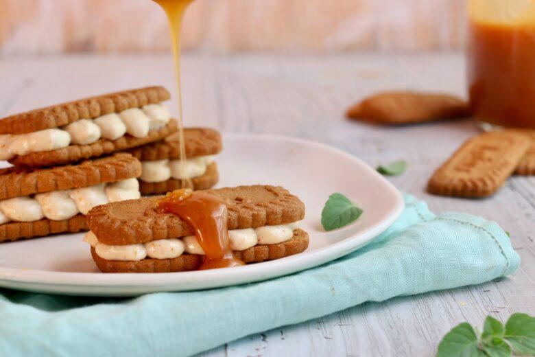 Biscotti con mousse al caramello